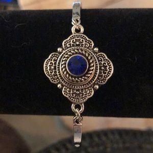 Jewelry - NIP SNAP BRACELET WITH 7 SNAPS!!!